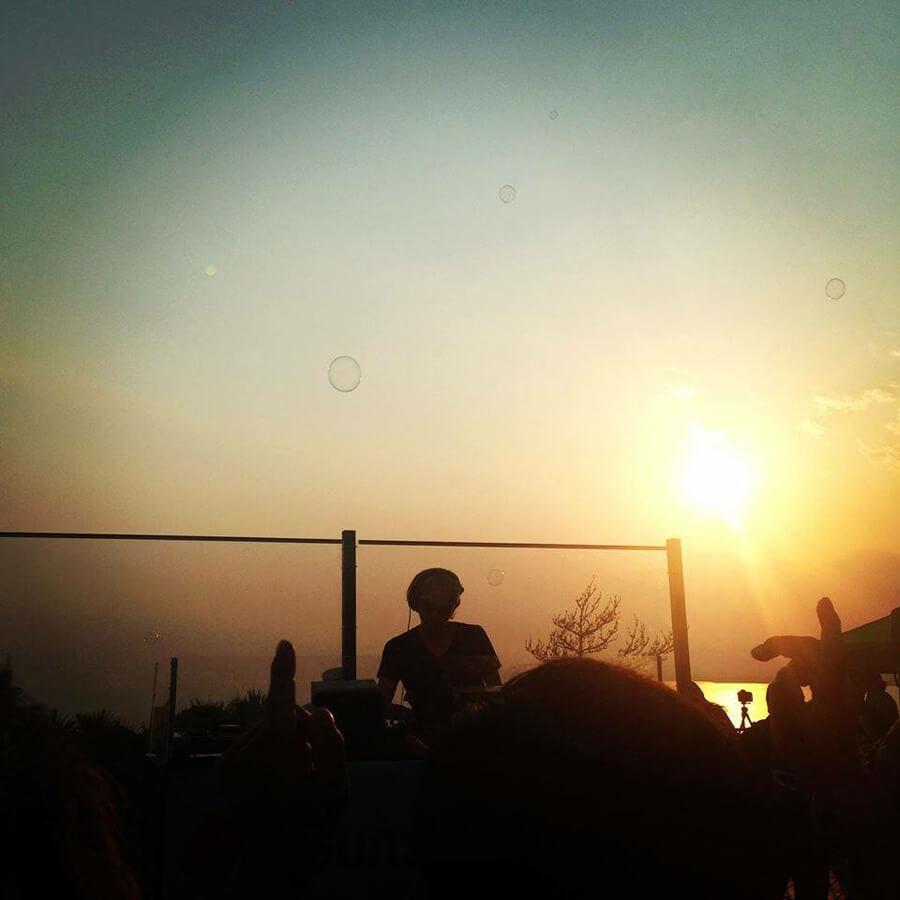 DJと夕日
