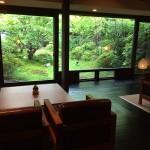 家具デザイナーが手がけた老舗温泉宿で日常から離れた優雅で極上のひとときを過ごす