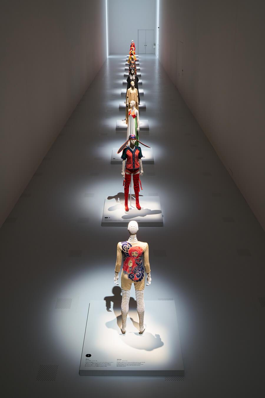 国立新美術館「MIYAKE ISSEY展: 三宅一生の仕事」 展示風景 撮影:吉村昌也