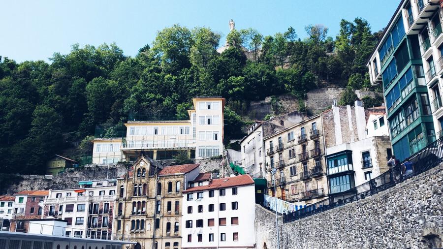 丘の上の村