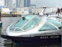 東京湾を行く船