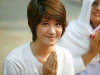 祈る女性(Public Domain)