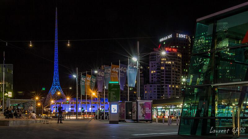 夜のメルボルンの街