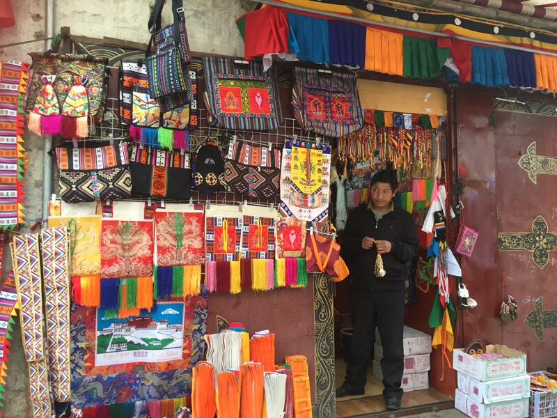 拉薩の街 お土産屋