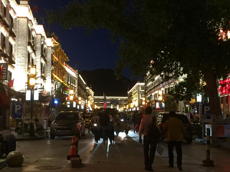 拉薩 夜の街