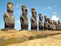 イースター島のモアイ像の画像