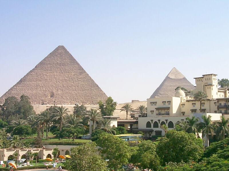 メナハウスホテルからのピラミッドビュー