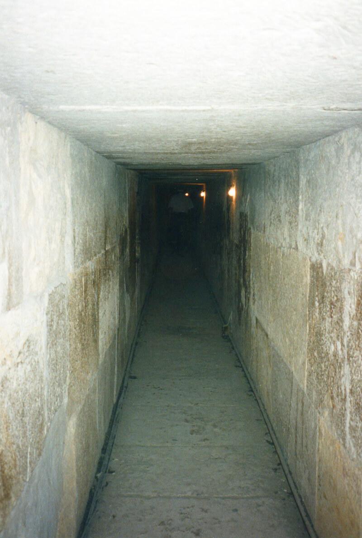ピラミッド内部