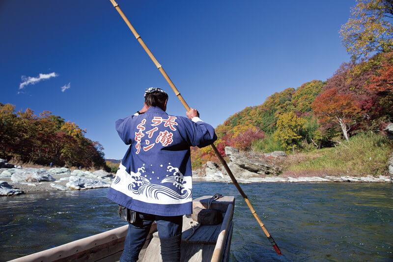 全身で秋を感じられる埼玉県・秩父の長瀞ラインくだり。岩畳の紅葉はまさに絶景!