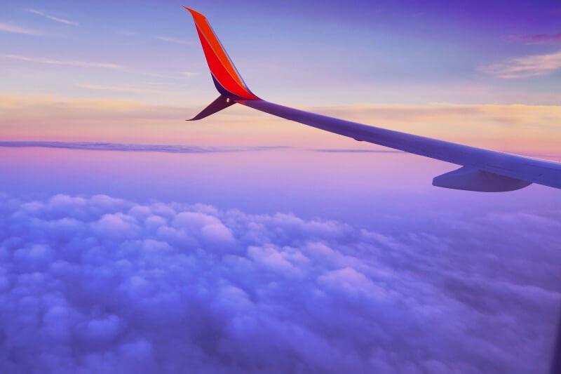 フィリピンに飛行機で行くイメージ
