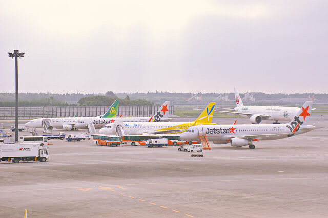 成田空港に待機中のLCC機
