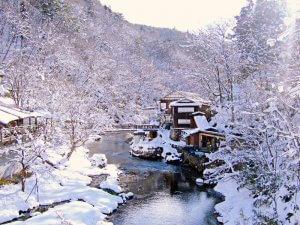 雪に包まれる温泉宿
