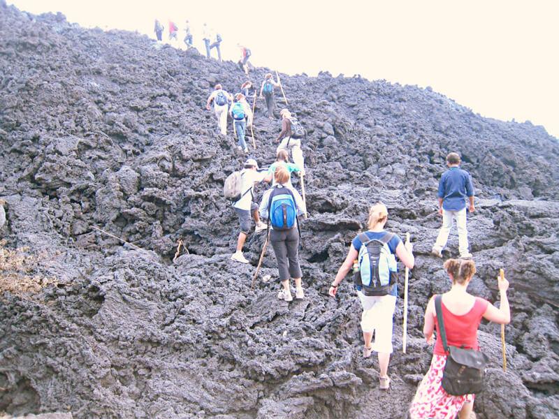 パカヤ火山ツアー参加者