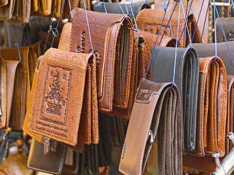 たくさんの安物の財布