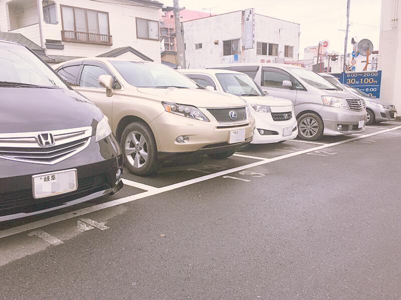 他県ナンバーしか止まっていない駐車場