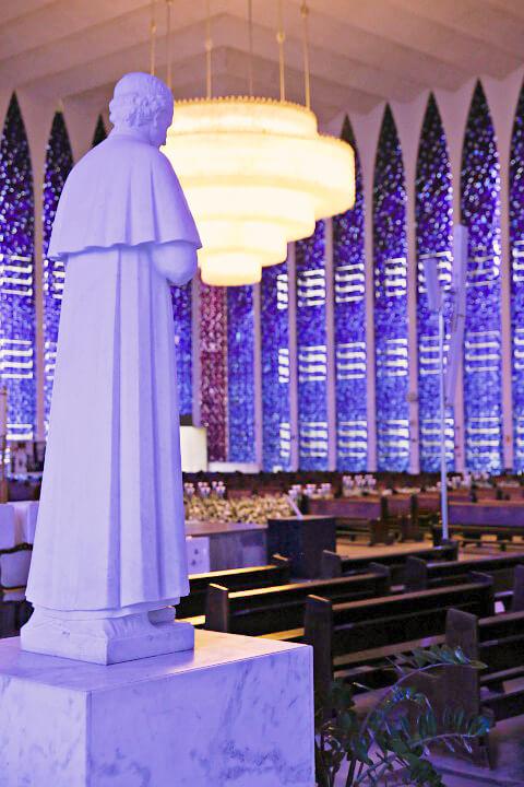 ドン・ボスコ教会のシャンデリア