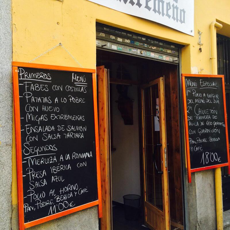 スペインの街角レストラン