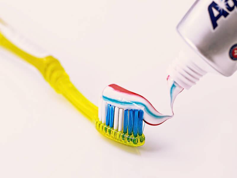 歯磨き粉 イメージ