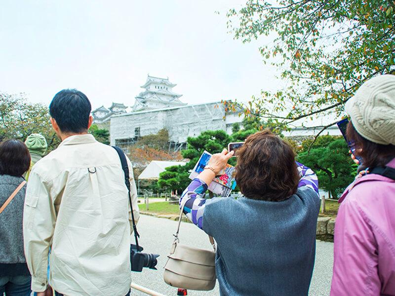 姫路城入城口より見上げた修理中の渡櫓