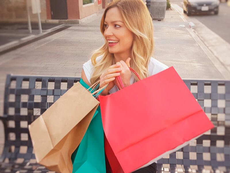 ショッピングする女性 イメージ