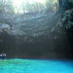 透明度が半端ない…神秘的なギリシャのメリッサーニ洞窟!