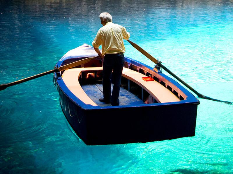メリッサーニ洞窟 ボート