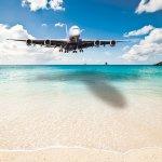 頭上スレスレに迫る飛行機にドキドキ!空港すぐそばの噂のビーチであのスリルを体験したい!