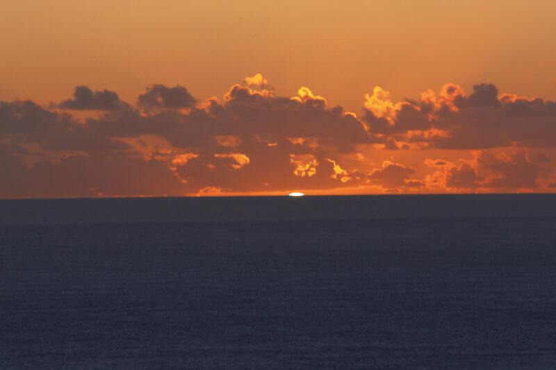 夕日が放つ神秘的な緑の閃光!おすすめのグリーンフラッシュ観測スポット4選