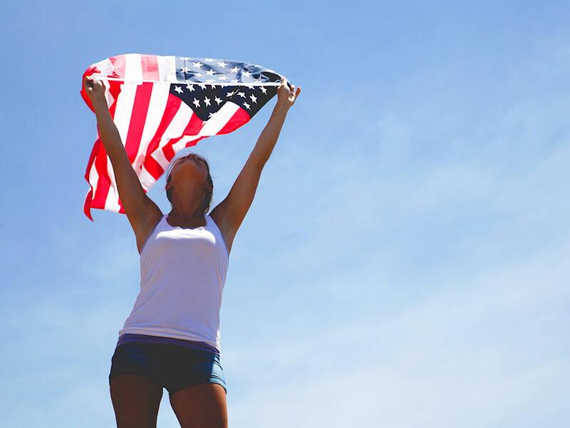 アメリカ国旗と女性