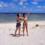タレントの小島瑠璃子とAKB48大家志津香がグアムで大胆ビキニ姿!南国ビーチを大満喫!