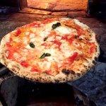 イタリア政府認定の本場ナポリピッツァ!人気ナンバー1ピッツェリアの絶品マルゲリータが最高♪