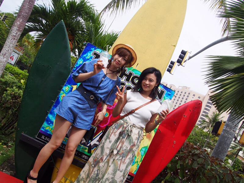 スリングショットにて。左から大家志津香、小島瑠璃子 ©TBS