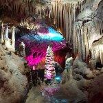 さすが中国!コテコテのライトアップが美しすぎる鍾乳洞・蘆笛岩(ろてきがん)