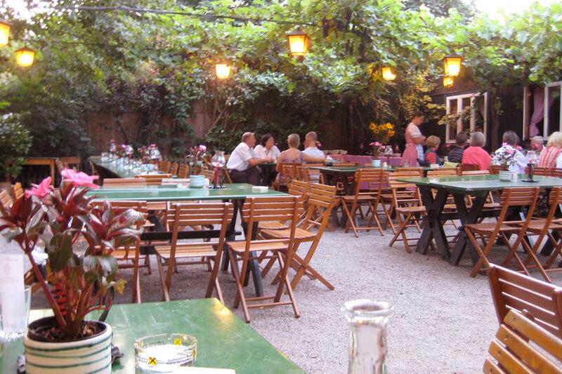 音楽の都ウィーンで楽しみたいワイン居酒屋「ホイリゲ」へ♪新酒ワインと名物グルメを味わおう!