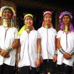 長い首は美しさの象徴!ミャンマーで出会った首長族にキリンのバルーンをプレゼントしてみたら…?!