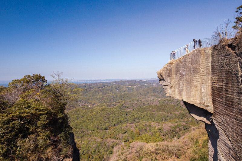 千葉県・房総半島の断崖絶壁に日本最大の石仏に地獄のぞき!鋸山を楽しもう♪