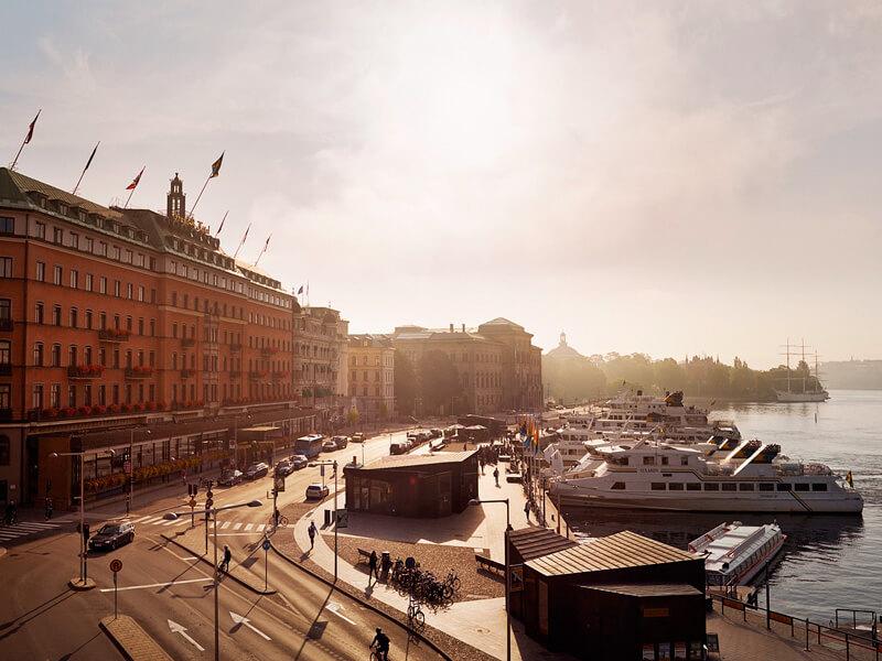 スウェーデン ストックホルム市内ホテルと湖の風景