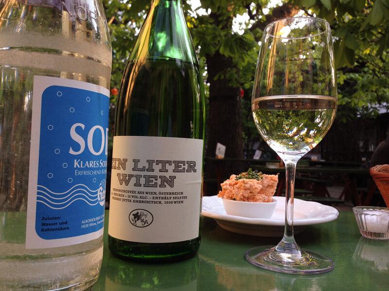 ホイリゲの白ワイン