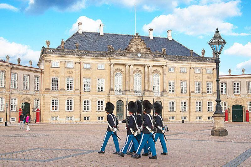 アマリエンボー宮殿の衛兵交代