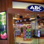 ハワイ旅行と、もはやセット?誰もがお世話になるABCストアで、買っておきたいオススメ商品特集♪