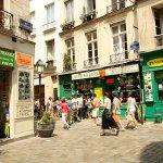 パリのオシャレ女子が足繁く通う最先端の「マレ地区」♪散策しながらアナタだけのお気に入りスポットを見つけませんか?