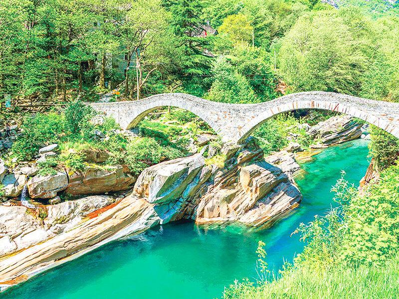 ヴェルザスカ渓谷のめがね橋