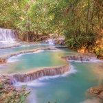 ターコイズブルーの滝壺に水着で行こう!ラオスにあるクアンシーの滝は体験できる絶景!