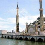 まるで異世界…!?マレーシアにある「クリスタルモスク」で奇跡の美しさを体感しよう♪