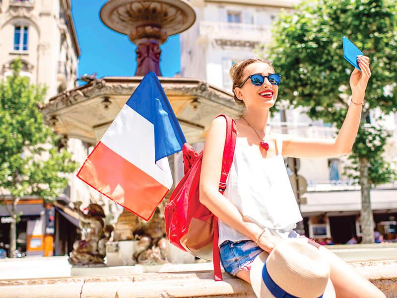 フランス旅行の女性