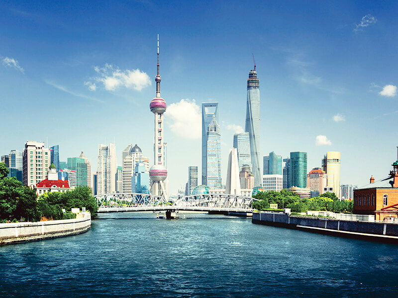 乍浦路橋(ジョープールチャオ)の上海高層ビル群
