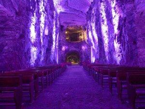 塩の教会内部