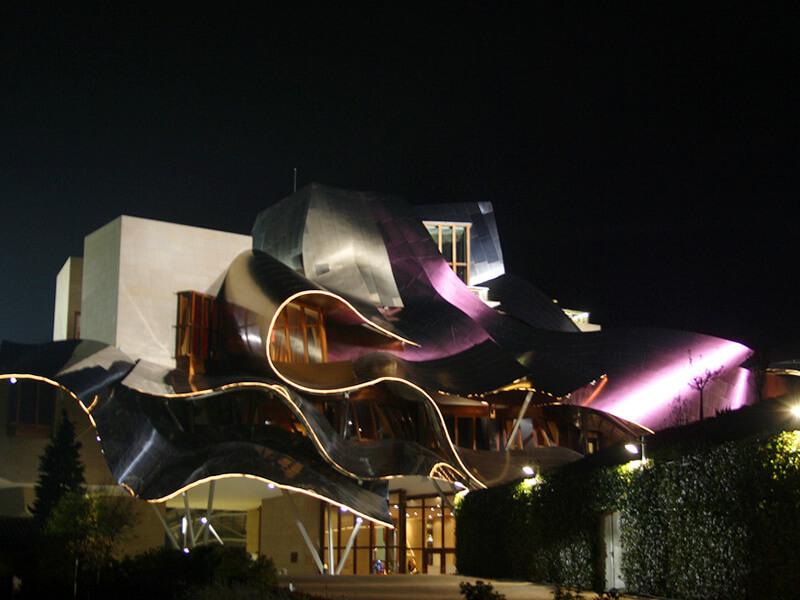 暗くなった時のホテル・マルケス・デ・リスカル