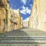 """色トリドリのタイルが可愛い!シチリア島の""""陶器の街""""「カルタジローネ」に行ってみて♪"""