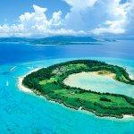 クロワッサンの形の離島?驚くほどのエメラルドグリーンな海と白い砂浜「水納島」の魅力